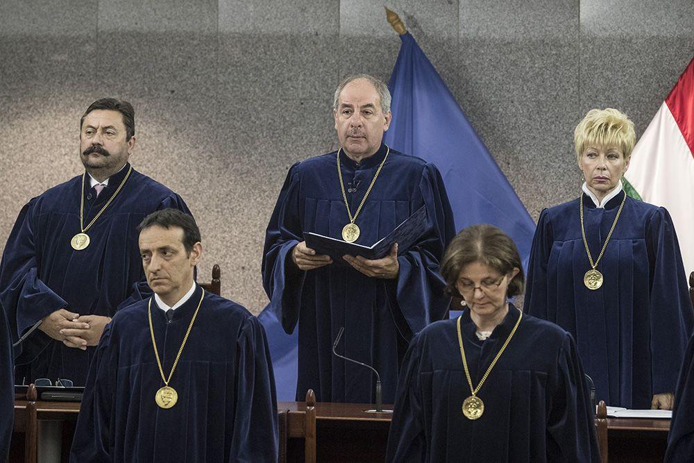 Döntött az Alkotmánybíróság a közéleti szereplőről a bírósági tárgyaláson készült fényképről